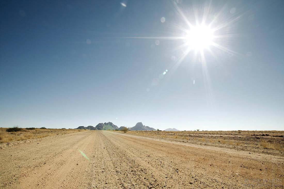 Ung thư da tế bào đáy là do tia cực tím (UV) từ mặt trời.